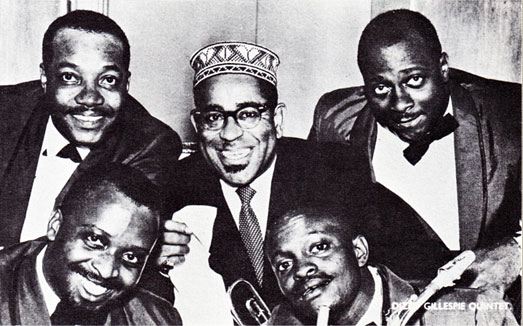 1959. The Dizzy Gillespie Quintet: (en bas) Junior Mance (p), Leo Wright (as); (haut) Teddy Stewart (dm), Dizzy Gillespie, Art Davis (b) © photo X, archives Jazz Hot