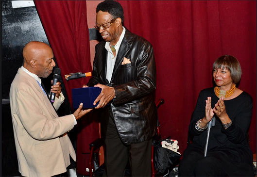 Louis Hayes honoring Roy Haynes © photo X by courtesy of Louis Hayes (www.louishayes.net)
