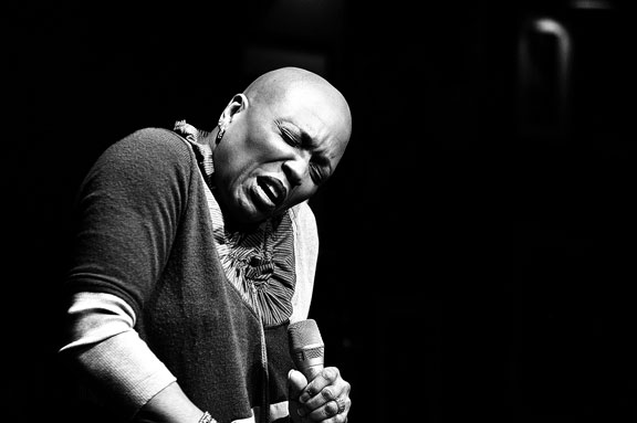 Dee Dee Bridgewater at Ronnie Scott's, London, 19 april 2010 © David Sinclair
