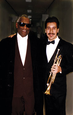 Ray Charles et Bobby Medina © photo X by courtesy of Bobby Medina