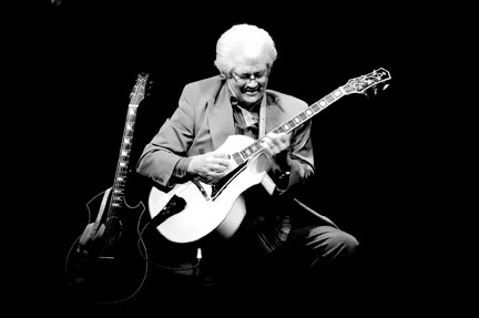 Larry Coryell at Ronnie Scott's, 10 june 2008 © David Sinclair