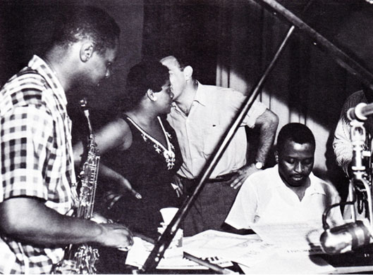 "1954. Recording session with EmArcy Records (left to right) Ricky Henderson (as), Dinah Washington (voc), Bobby Shad (producer), Junior Mance (p), Clark Terry (caché)-Session de ""After Hours with Miss D"""